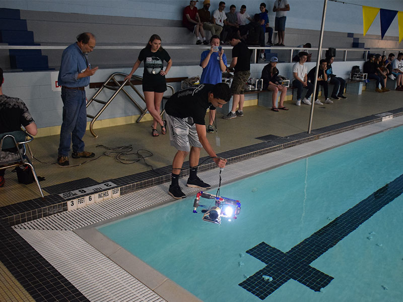BHS Students Test-Drive Underwater Robots